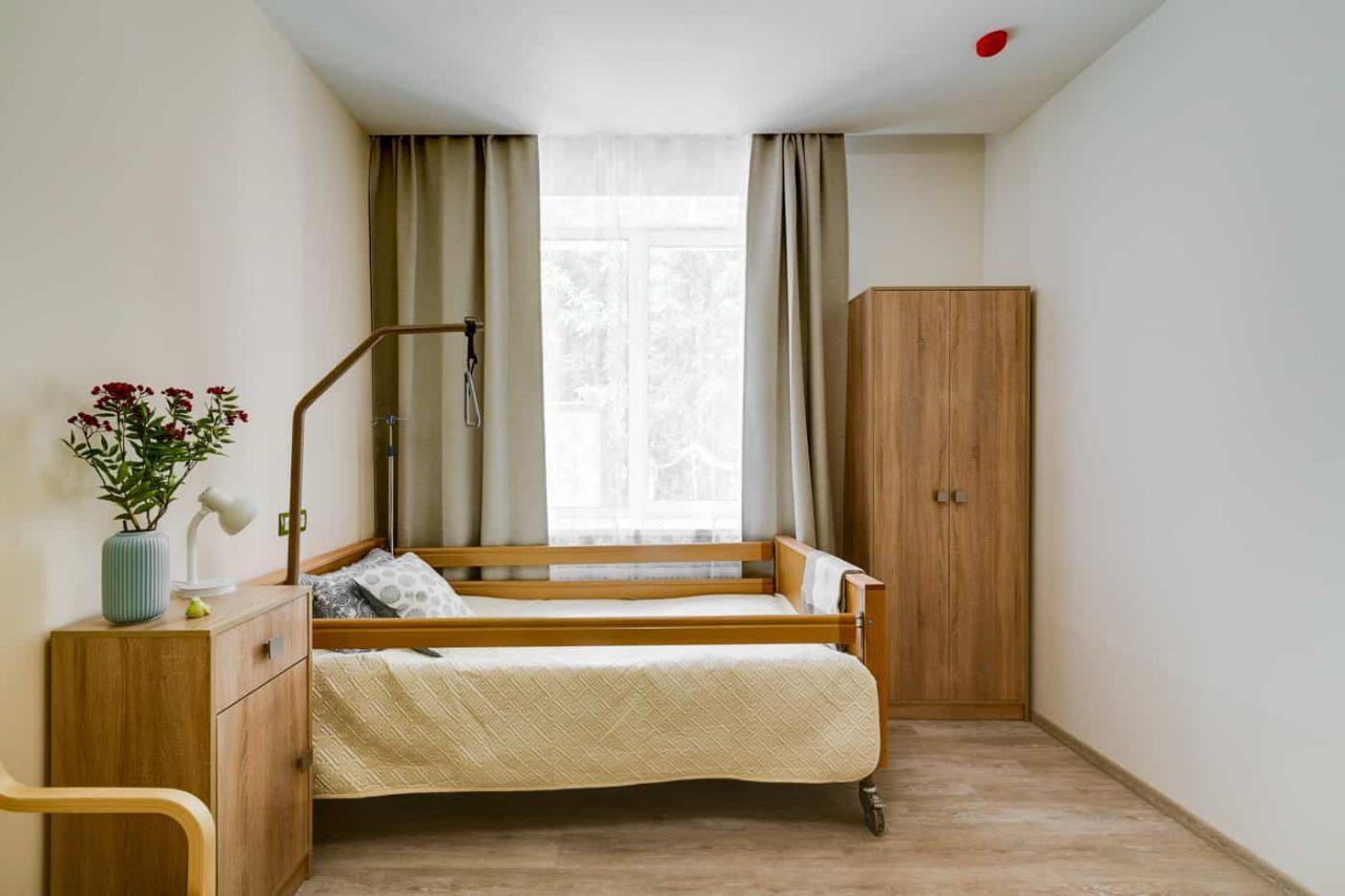 Одноместная комната с функциональной кроватью в пансионате Идиллия